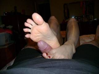please could you tell me if you like to play with small and short dick like mine? it's could be funny to play with a little cock and to do fun comments and compare it to others dicks?