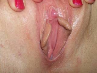 Yes it is a beaut of a clit... would love to softly roll it between my lips and suck it into my mouth.. or even just tease it with soft stokes of my cock..or finger.. anything will do!!!!