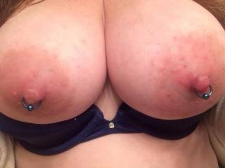 Love these pierced tits.