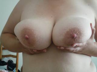 love your big round tits. do you like cum on them?