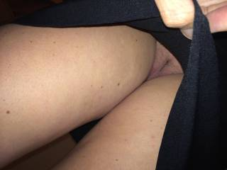 I love a girl who goes without panties while wearing a skirt or dress. Very nice upskirt shot.