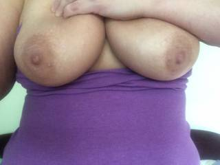 I would like to share your big tit day & have a chair day where you sit & rub your pussy all over my face