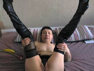 New boots and string in pussy and then we fucked. Mature elderly woman are so sexy!