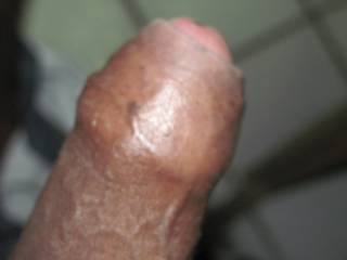 That is a very tasty looking cock, would like to taste test it and handle it.