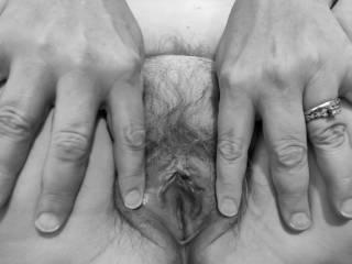 """Femme Sexuelle - Noir et Blanc Classique: """"Married Pussy For Your Pleasure"""""""