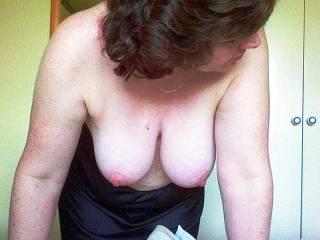 mmmmm i love the tits hanging pose