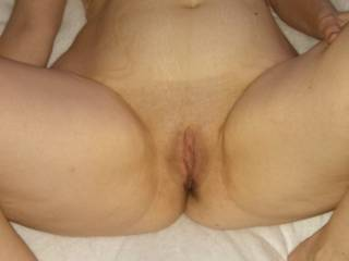 Beautiful woman, hot body, gorgeous delicious pussy and fantastic breasts ready to be seduced for hours of hot fun!