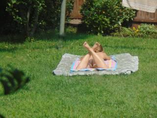 nude women outdoor