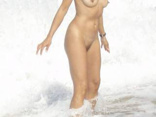 The warm water is splashing my cuchi~! Would you lick the salt from my pussy??