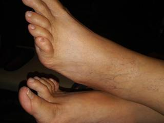I think her feet are so sexxy. What do you think?