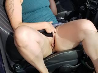A quick peak! Car pussy!!