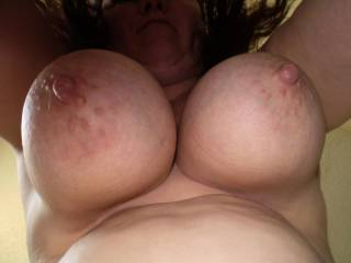 what a sight...would love to suck these great nipples...