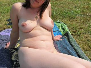 Love sex outdoors, play with my tits