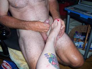 but jacking onto these pretty feet aint too bad, hm? :-)