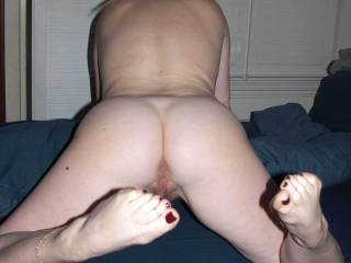 I like that pose awesome toes to be sucked whilst sliding in and out of that lovely pussy