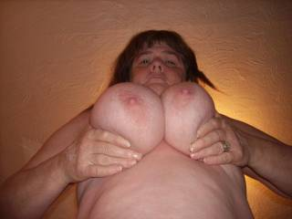 mmmmm i wanna titty fuck those big sexy tits and cum all over them, honey you are so awesome and sexy!
