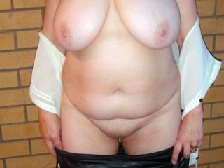 Wow love your gorgeous curvy sexy body x