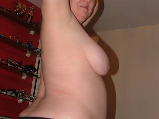 WOW !!!!! Amazing body, those fantastic big hanging tits and lovely natural round belly are both awesome !....gets me really hard