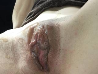 That looks so hot! I bet it fun to suck on those nice pussy lips!