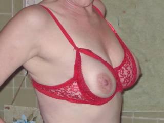 nice top, super boobs:) love those nips, could I suck those nips?:)
