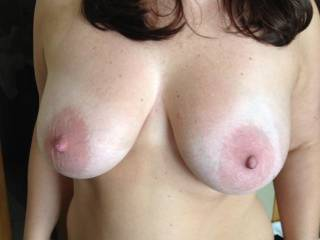 im crazy for y tits... i like y big areolas...