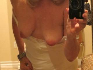 Mmmmmmmmmm very sexy id love to lick your pussy and suck on them sweet nipples