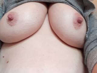 Busty Muriel shows her tits
