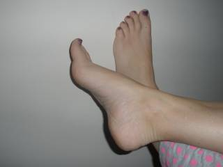 Love to see your sexy toes dripping with my thick spunk!