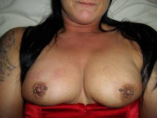 nice picture, gonna bite those pretty titties xx
