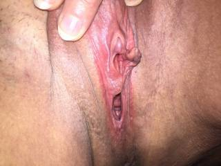 Mmmmm that is one awesome pussy. What a nice sociable clit. I would tongue fuck that pussy till she begged for mercy