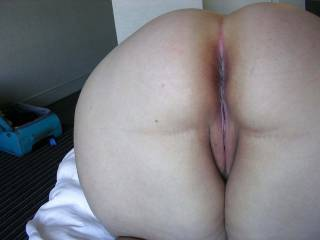 A high def shot of a waiting pussy first thing in the morning. She likes when guys bottom out on her