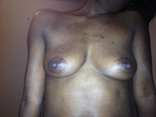 what lovely tits and nipples mmmm she is adorable!