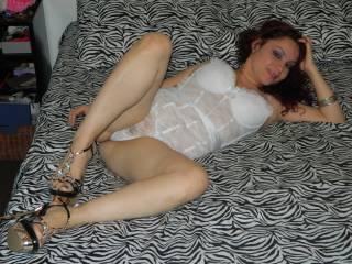 All that beautiful and dalickious body, ld love to play with her anytime she like
