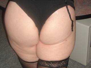 OMG i want tthat ass is so amazing will love to garb u from behind rose, mmmm im so hard for you!! any feet pics?????????
