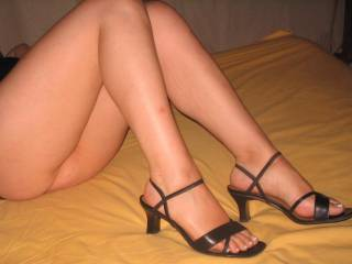 Can I suck those toes while she's sucking your dick? Delicious!!!