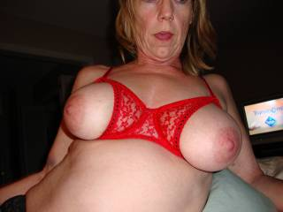 just yummy!!! dam your a sexy hot mature...love to rub my cock all over you