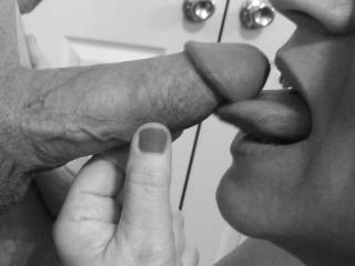 """Femme Sexuelle - Noir et Blanc Classique: """"Craving More Cock!"""""""