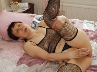 Using a dildo for orgasm in my cunt