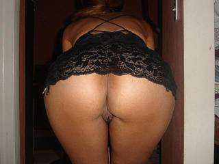 Amazing beautiful thick round tight hips and ass. Love how your lips spread open doggy style. Wow. I want to fuck you!!