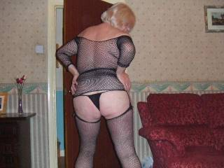 mmm awesome...xxx  What a hot n sensual shot..xxxxx  Id love to stay in with the good lady..xxx