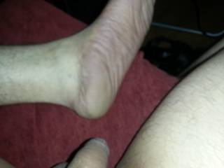 anyone else into soft cocks and wrinkly big feet?
