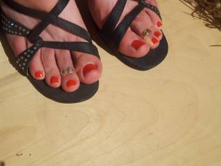 Love the toe rings and the red color!