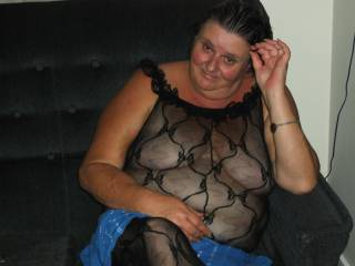 hi pm me if you will like to fuck me and and i will give you a place and time to come fuck my slutty cunt