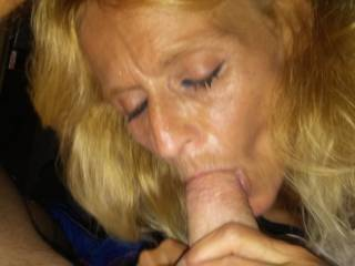 Got a quick bj and fuck in her neighbors garage