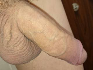 Wants to see some fist fucking. Happy to watch but you can use my hand if you wish. x