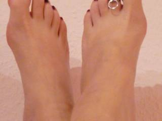 very sexy toes, would love to have my hubby to squirt a big hot load of cum on them so i could suck and lick them clean!! Mrs. Mac