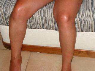 very sexy feet and leg's !!! love to start at ur feet,sucking on ur sexy toe's and  make my way up ur sexy leg's 2 ur hot wet pussy bby !!! ;-)