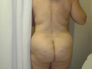 Man, Id LOVE to touch and play with that naked ass....perfect cheeks in MY books!