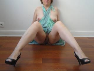 Those beautiful feet need some cum..