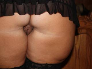 Very sexy tease from behind - nice pussy peek and great stockings